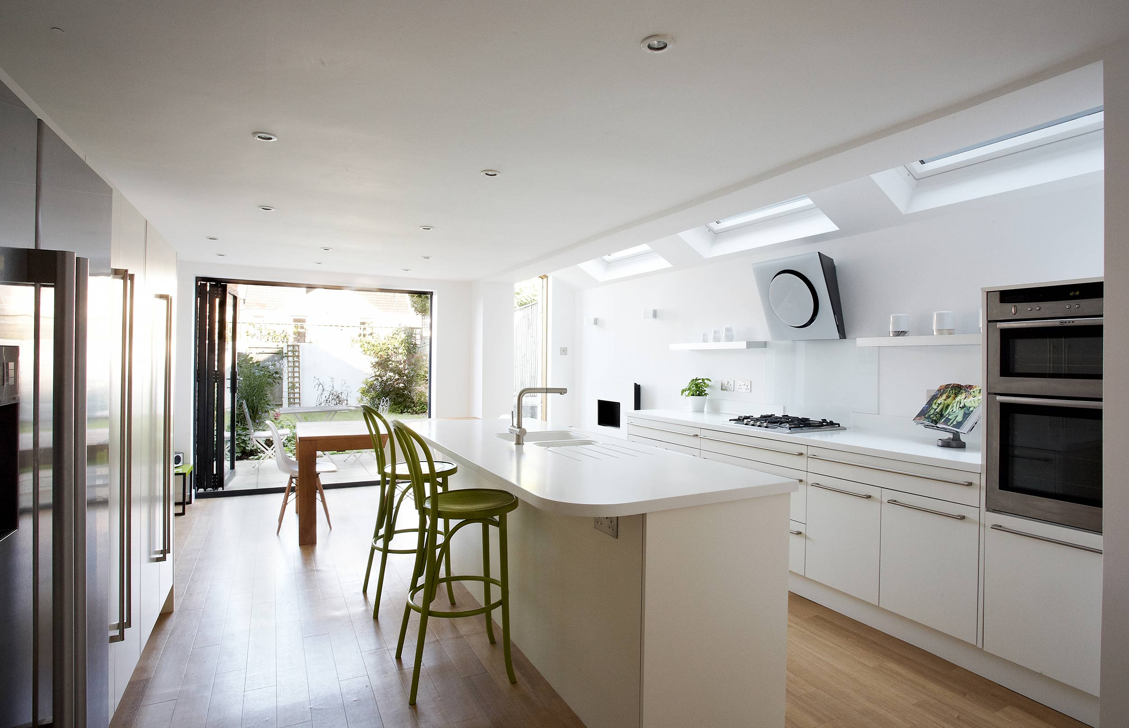Bespoke Pure White Contemporary Kitchen