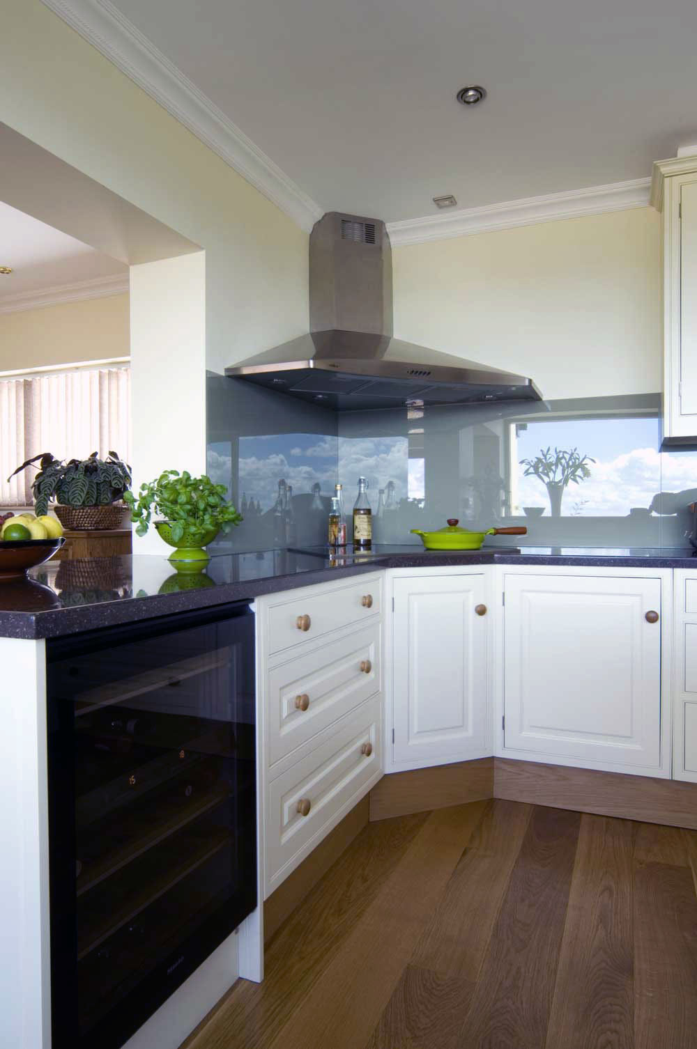 Bespoke countryside kitchen - Corner View